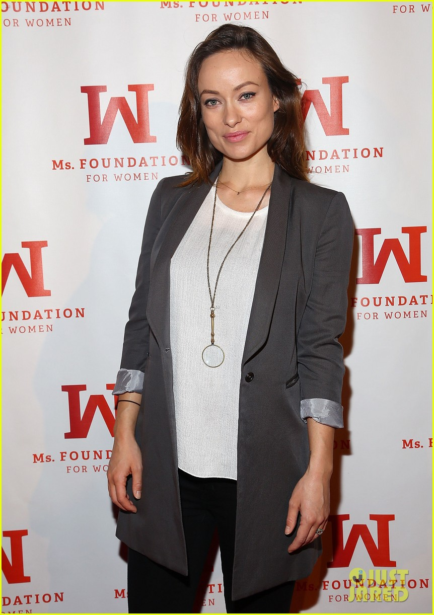 olivia wilde hits the red carpet one week after giving birth 083103458