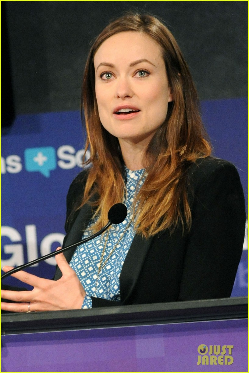 olivia wilde plays john mayer or pepe le pew 023108166