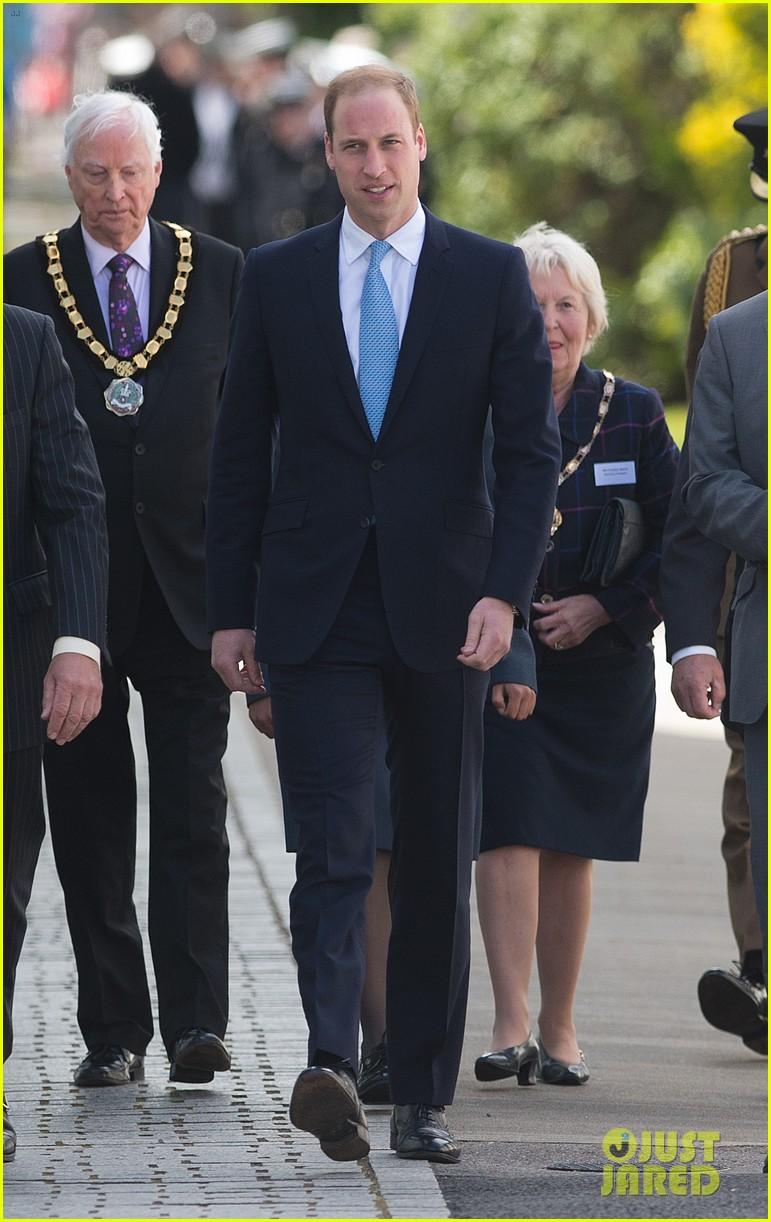 prince william knocks back scotch at royal navy museum 023111435