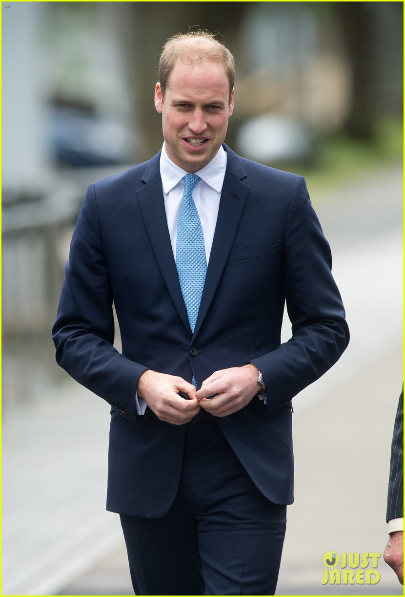 prince william knocks back scotch at royal navy museum 03