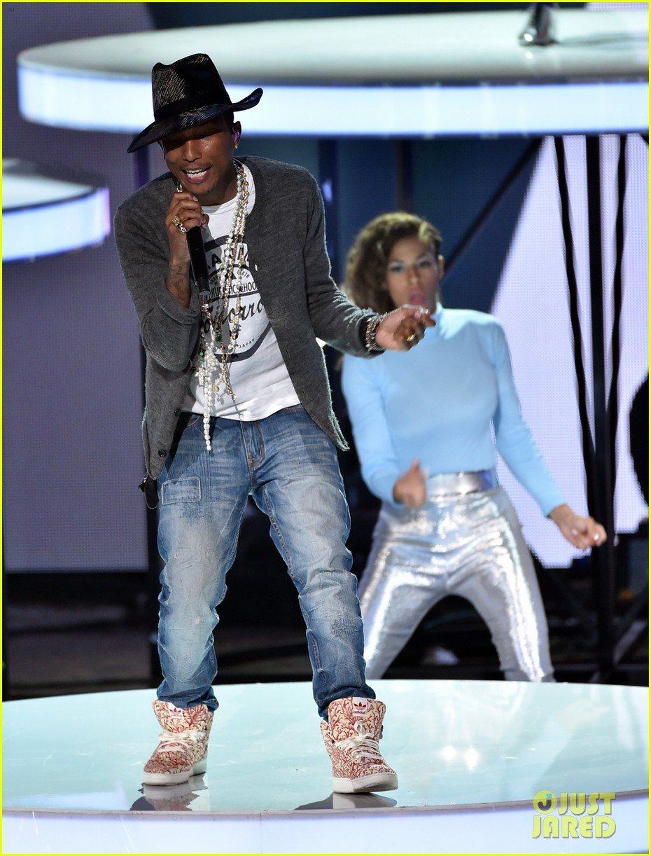 pharrell williams iheartradio music awards 2014 033103601