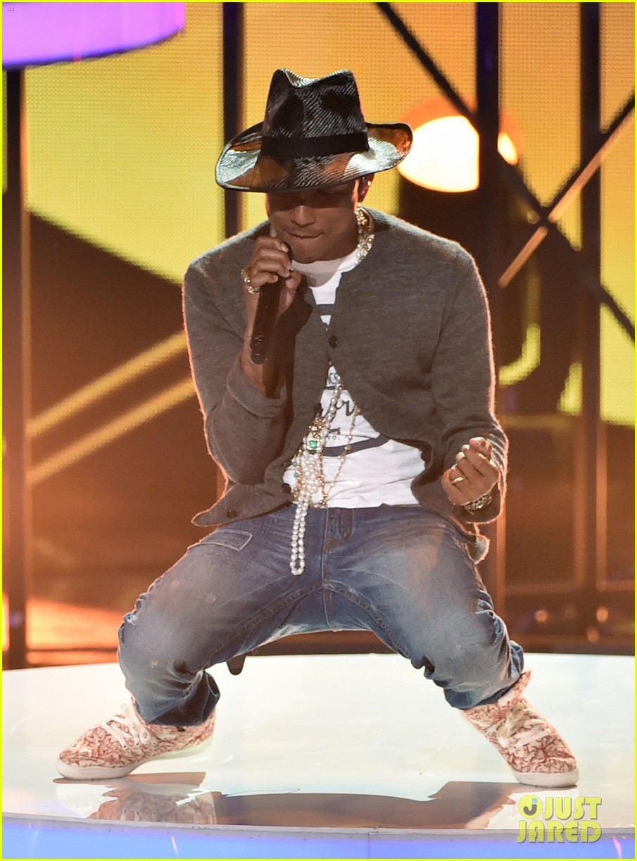 pharrell williams iheartradio music awards 2014 053103603