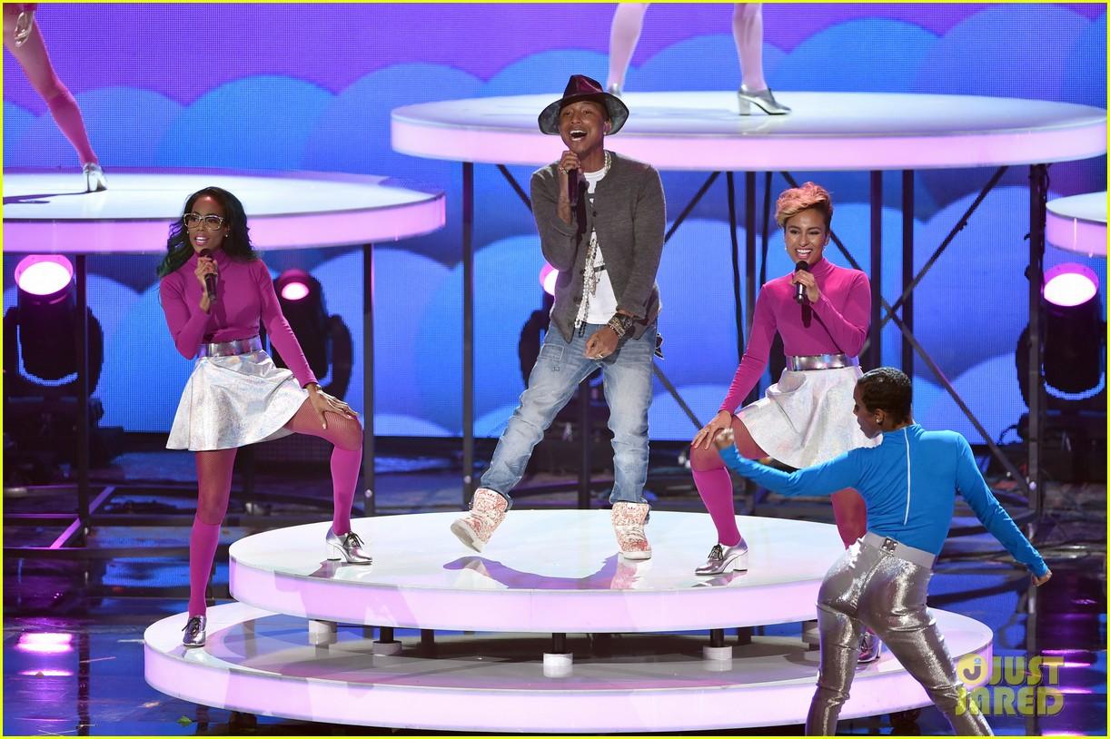 pharrell williams iheartradio music awards 2014 123103610