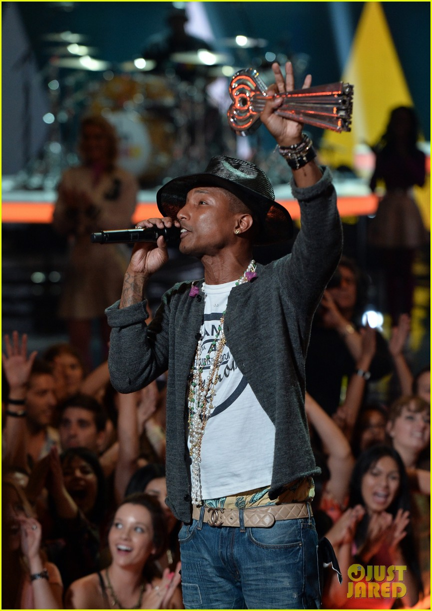 pharrell williams iheartradio music awards 2014 153103613