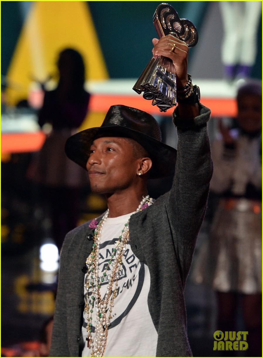 pharrell williams iheartradio music awards 2014 163103614