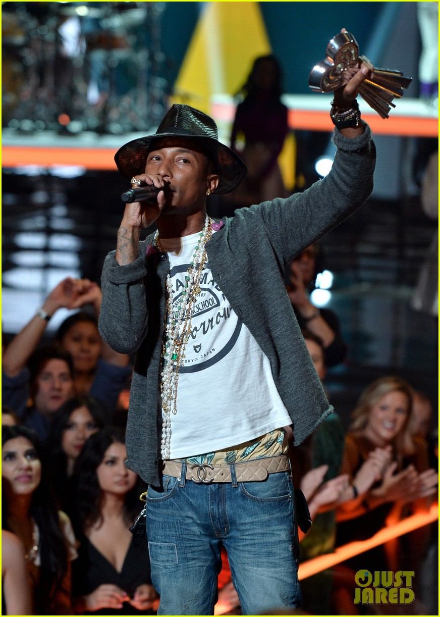 pharrell williams iheartradio music awards 2014 17