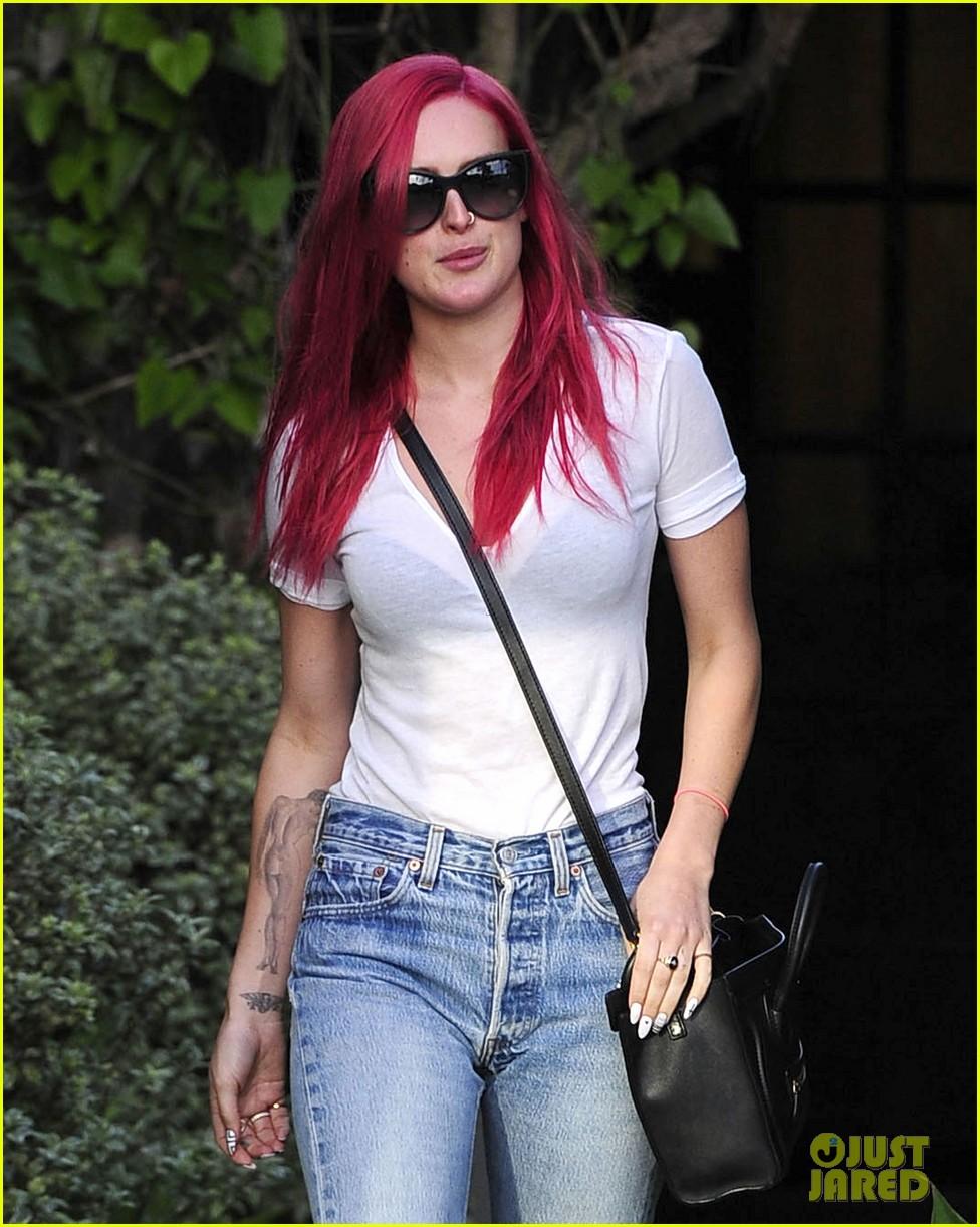 rumer willis dyes her hair bright pink 143119666