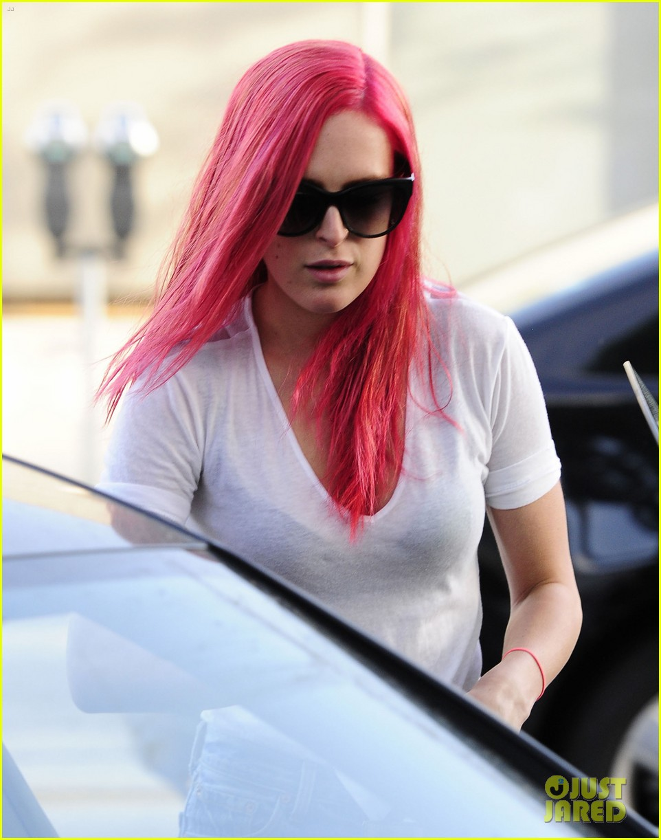 rumer willis dyes her hair bright pink 283119680