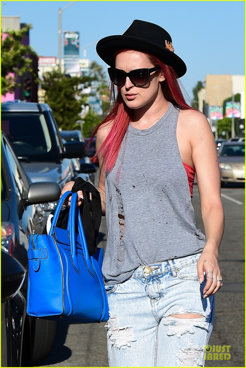 rumer willis heats it up with red hair 183115389