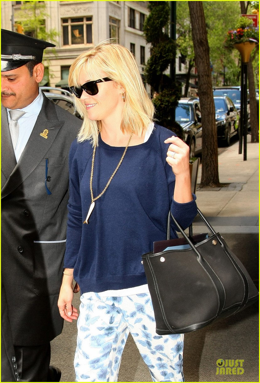 reese witherspoon goes comfy after met 023107659