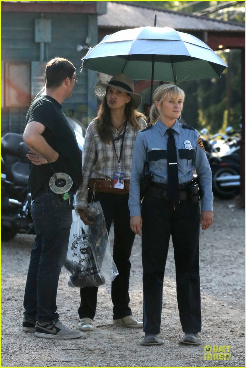 reese witherspoon tough cop sofia vergara 06