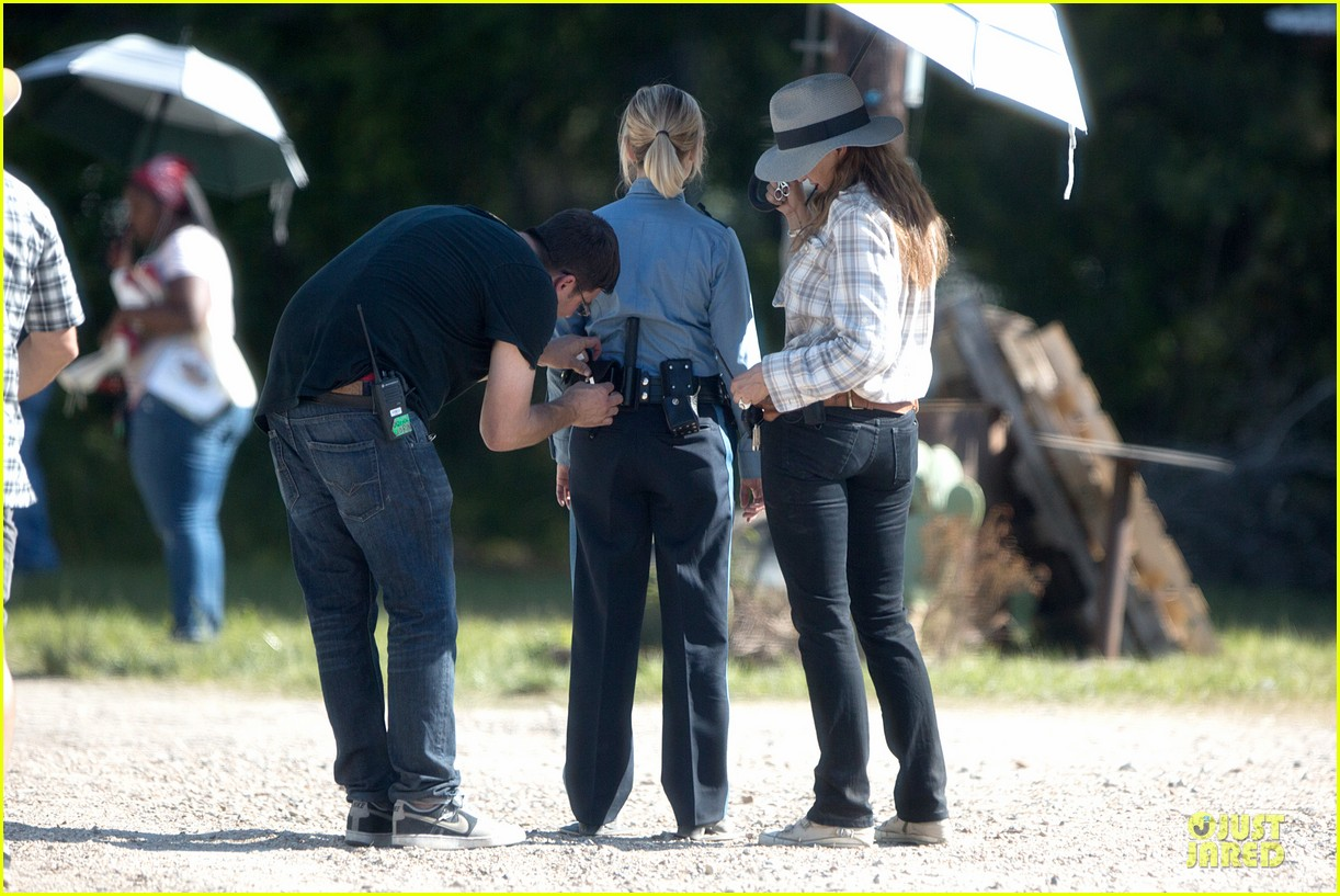 reese witherspoon tough cop sofia vergara 153117925