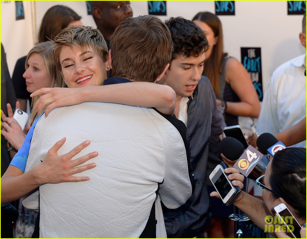 shailene woodley kissing ansel elgort in the fault in our stars 043107358