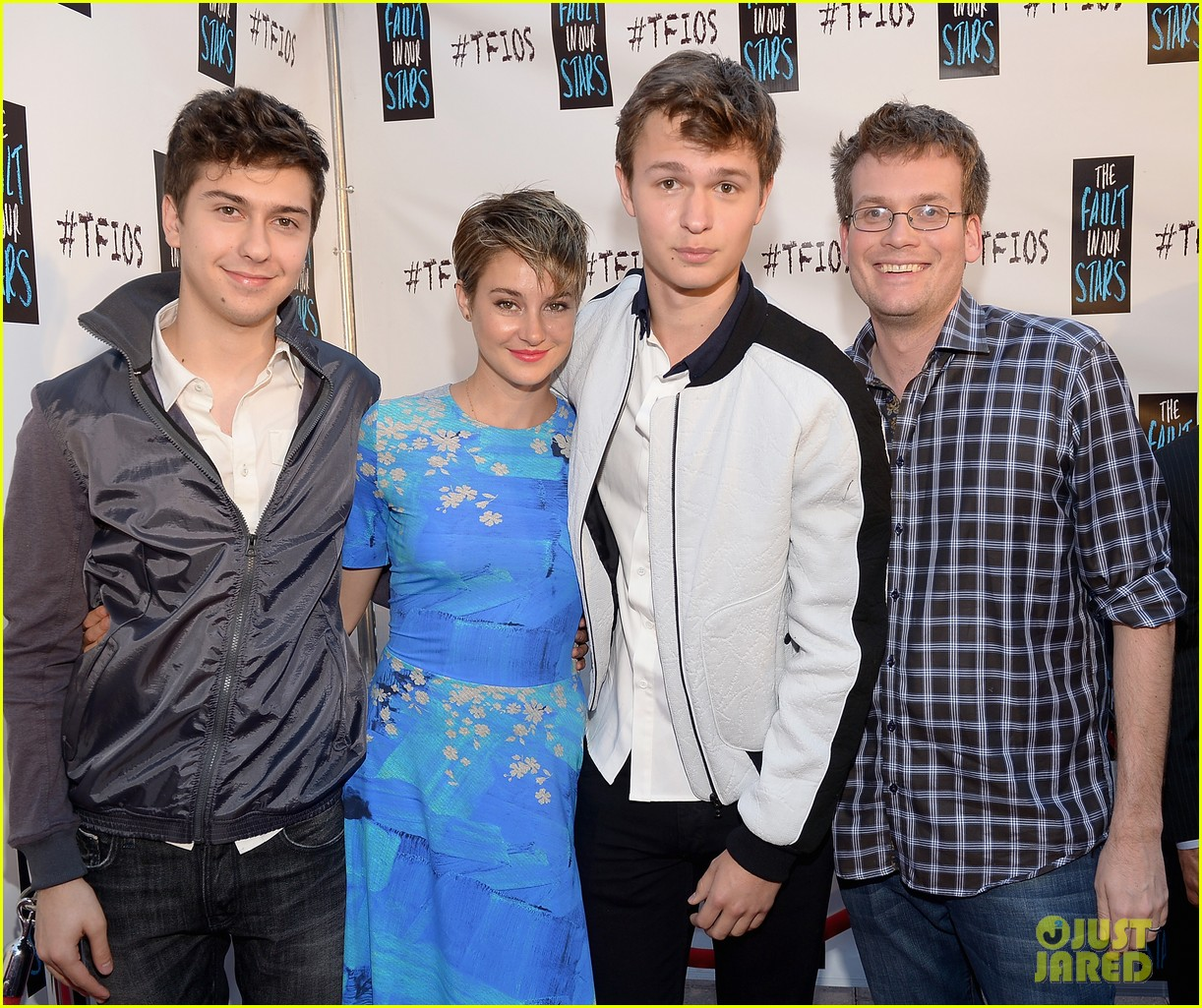 shailene woodley kissing ansel elgort in the fault in our stars 073107361