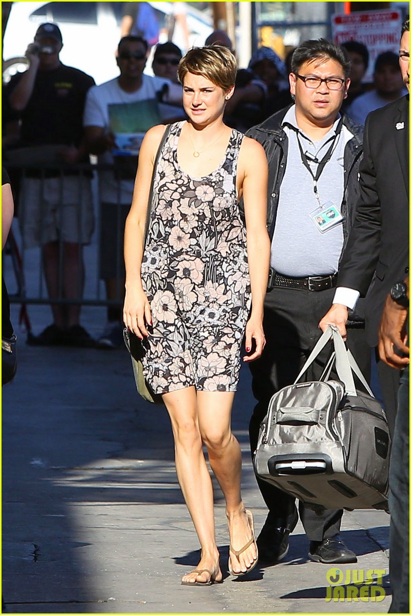 shailene woodley possesions one suitcase 013114809