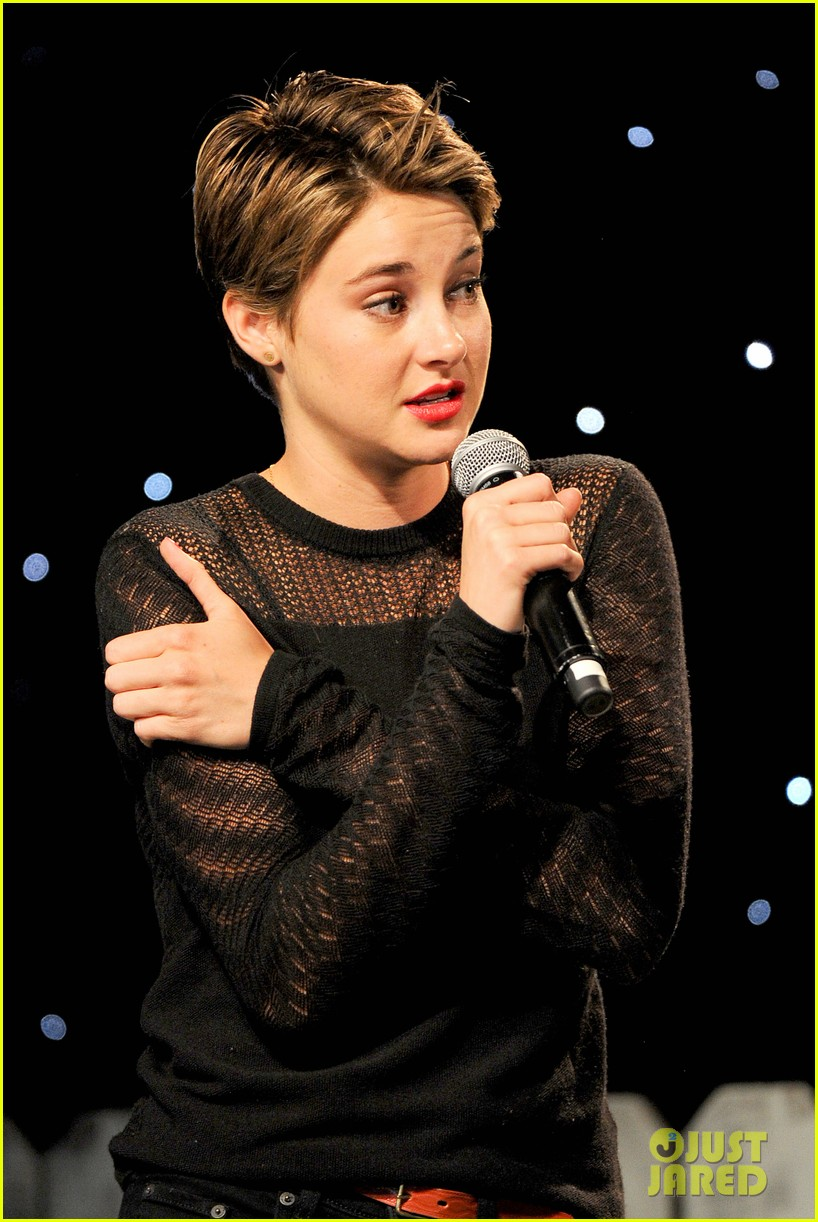 shailene woodley possesions one suitcase 043114812