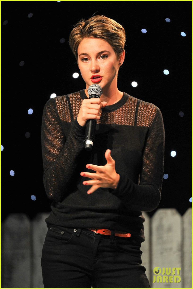 shailene woodley possesions one suitcase 083114816