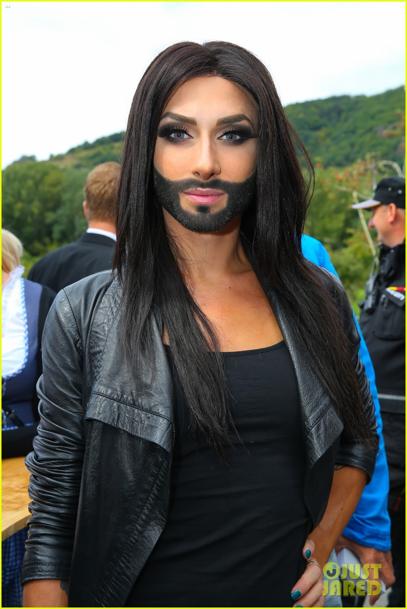 conchita wurst bearded drag queen wins eurovision 023110276