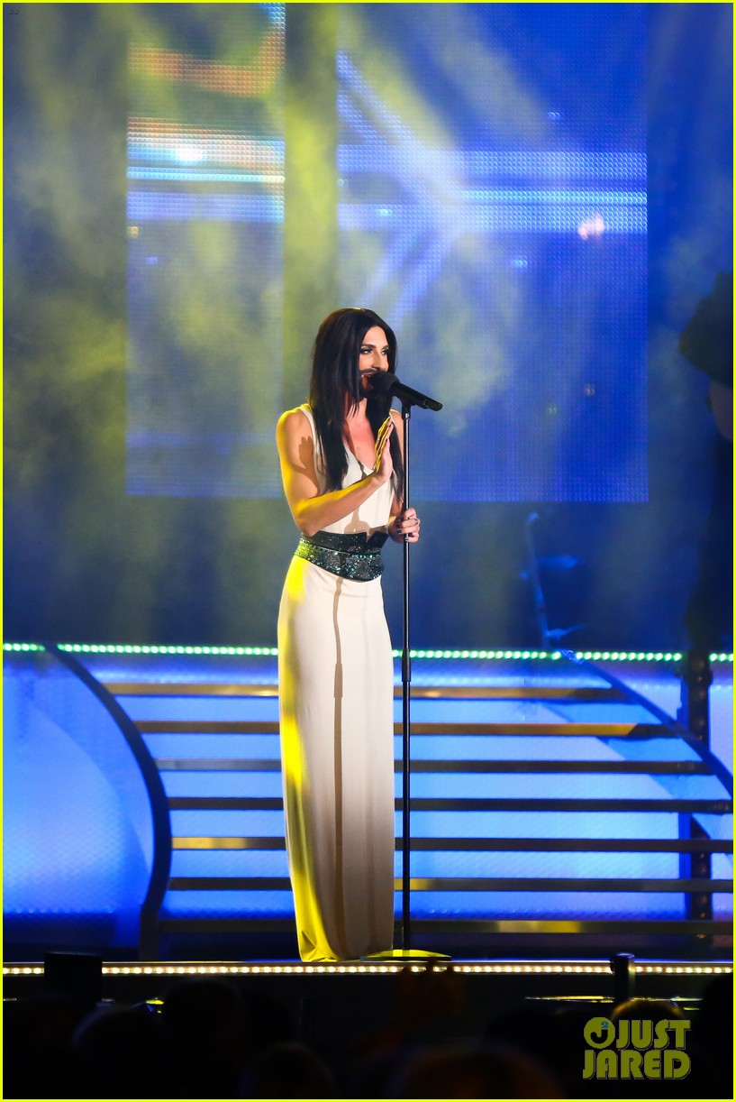 conchita wurst bearded drag queen wins eurovision 033110277
