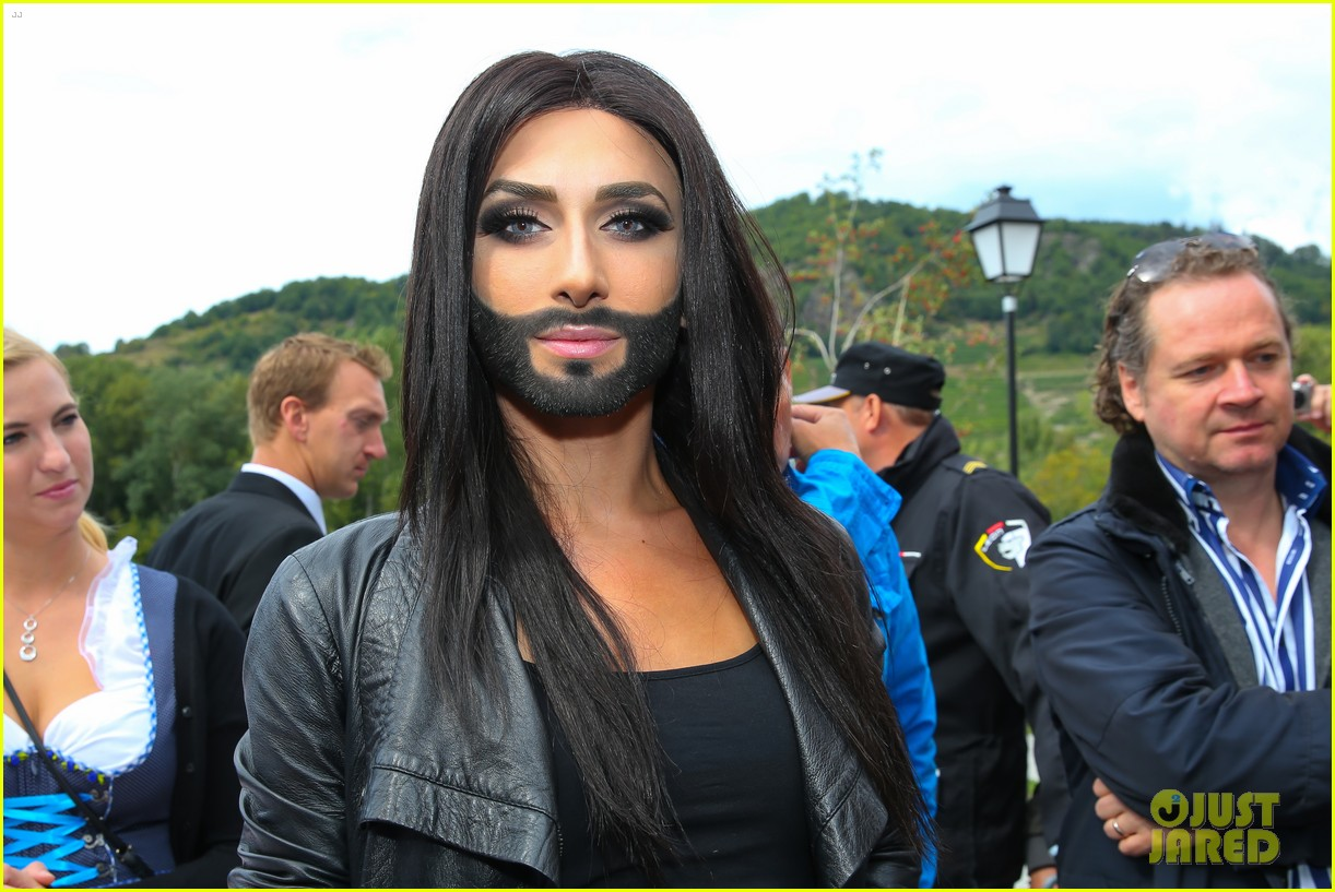 conchita wurst bearded drag queen wins eurovision 073110281