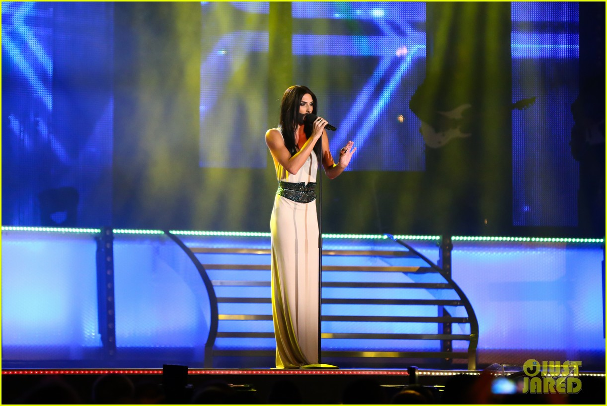 conchita wurst bearded drag queen wins eurovision 083110282
