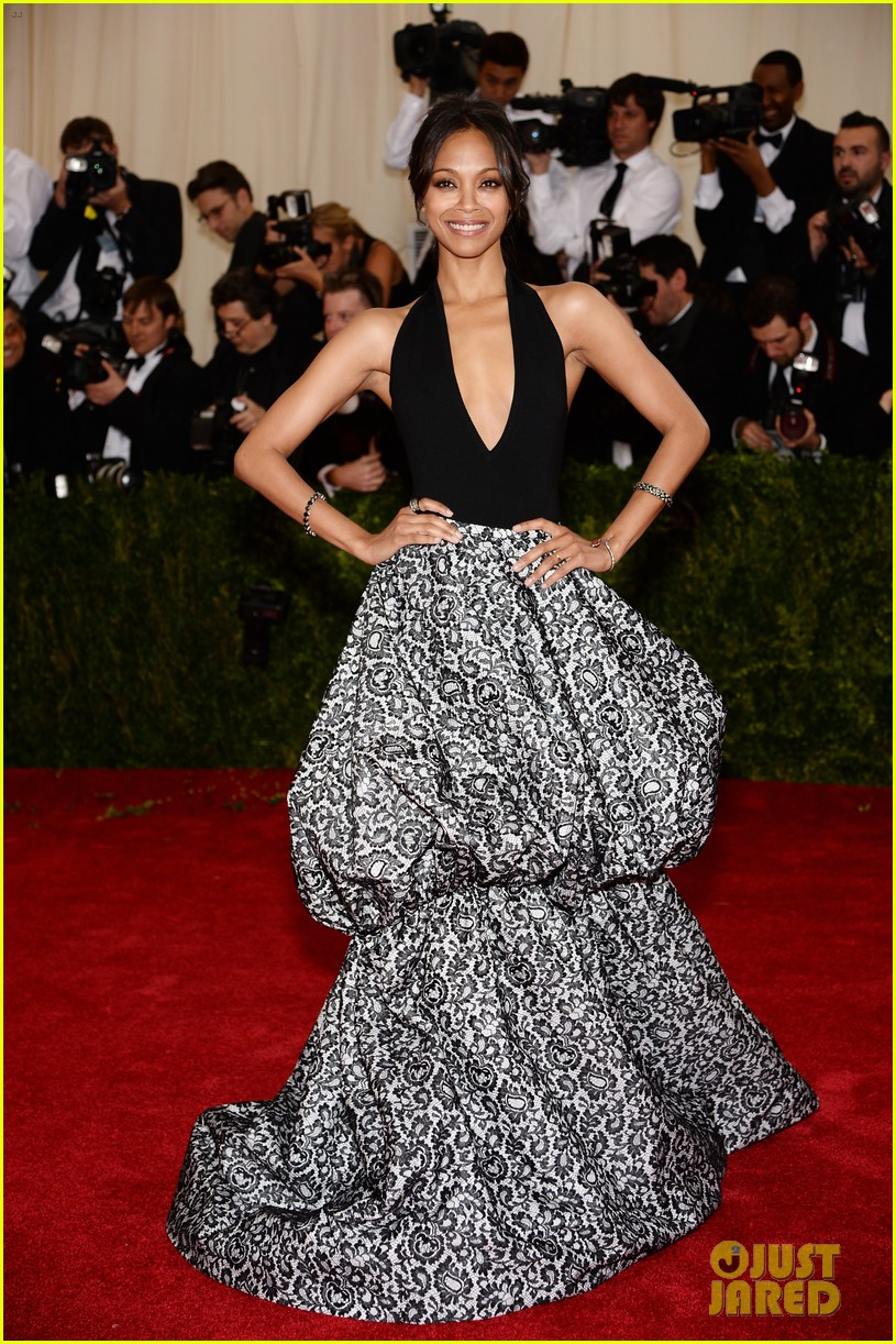 zoe saldana 2014 met ball red carpet 04