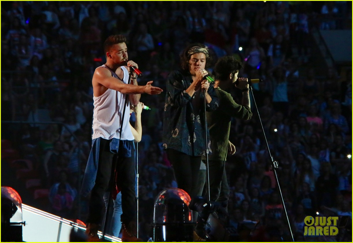 one direction wembly show two banana 083131048