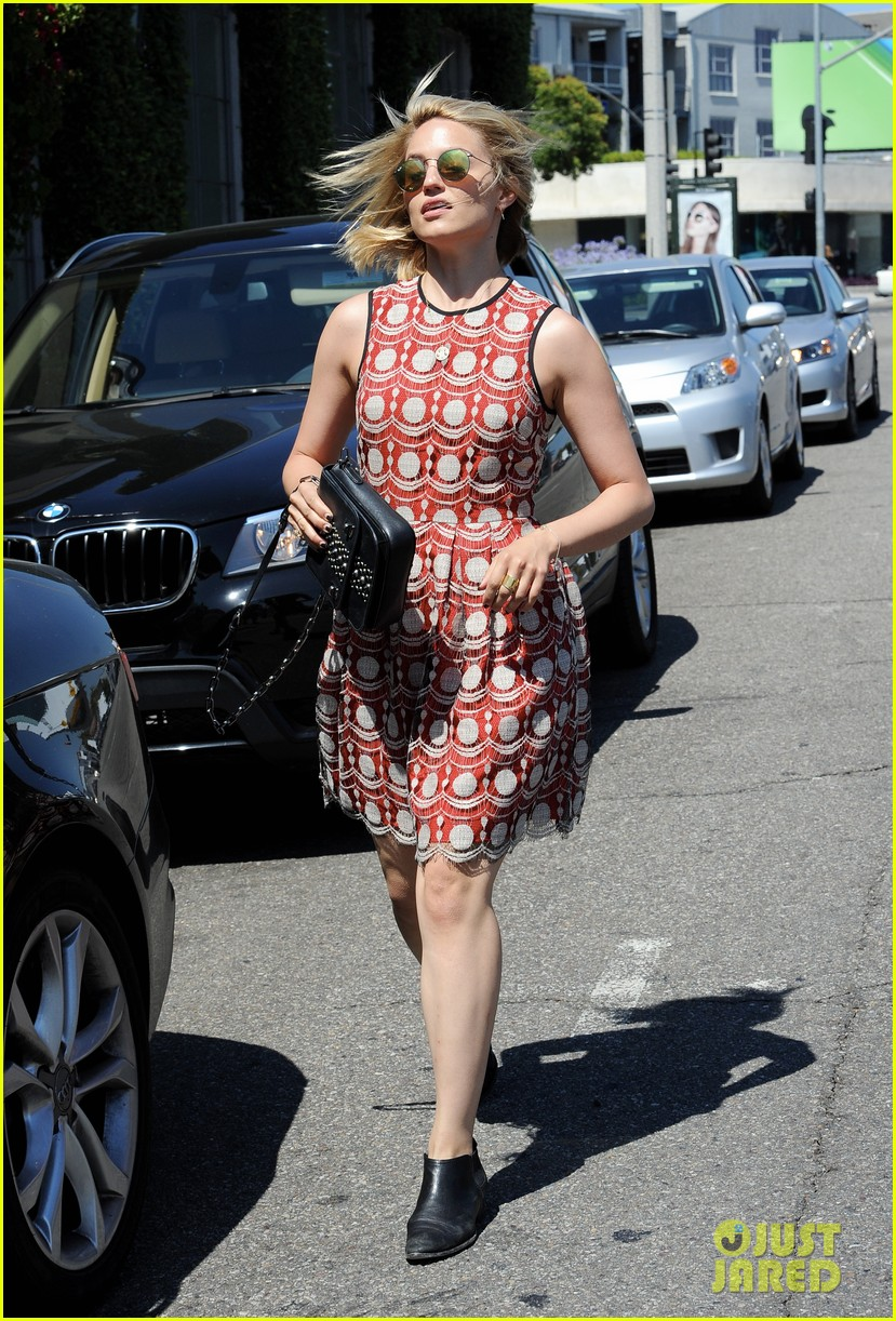dianna agron doesnt want chemicals in her hair 023134513