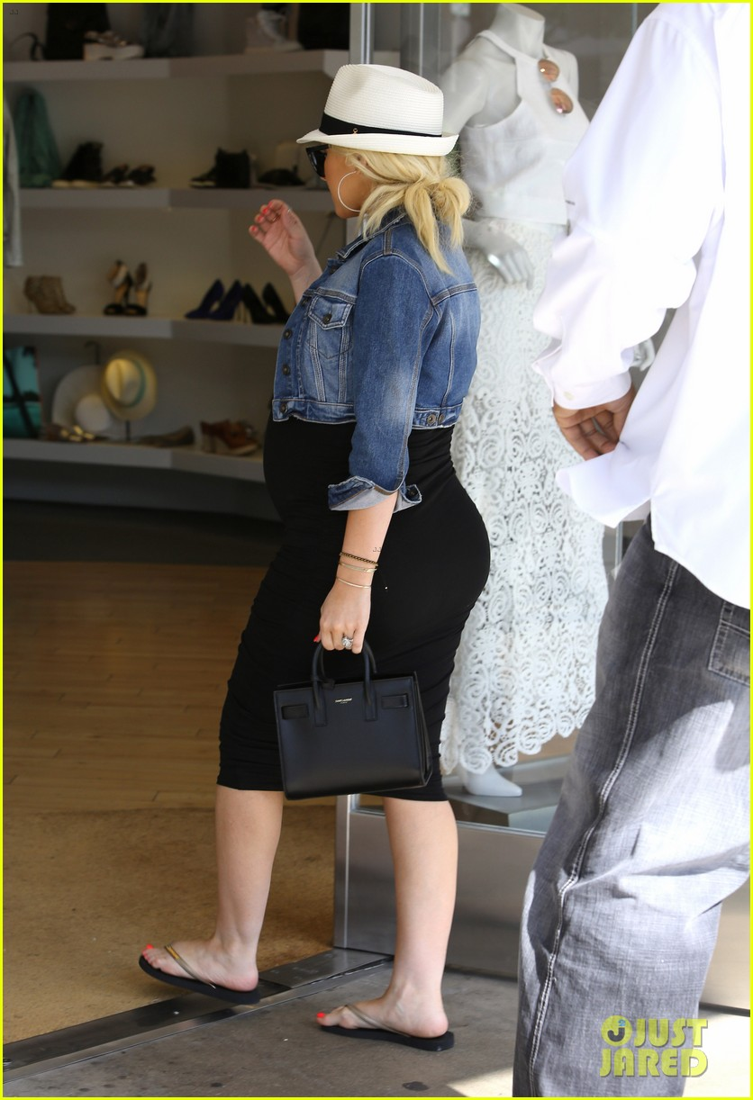 pregnant christina aguilera reveals large baby bump 033130617