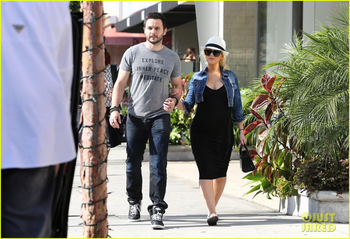 pregnant christina aguilera reveals large baby bump 223130636