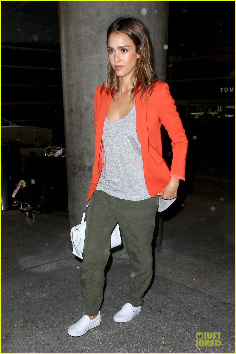 jessica alba red hot arrival at lax airport 053142837