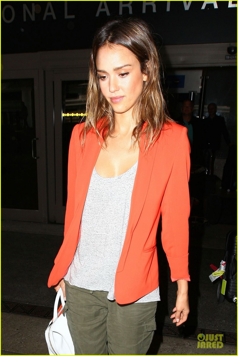 jessica alba red hot arrival at lax airport 063142838