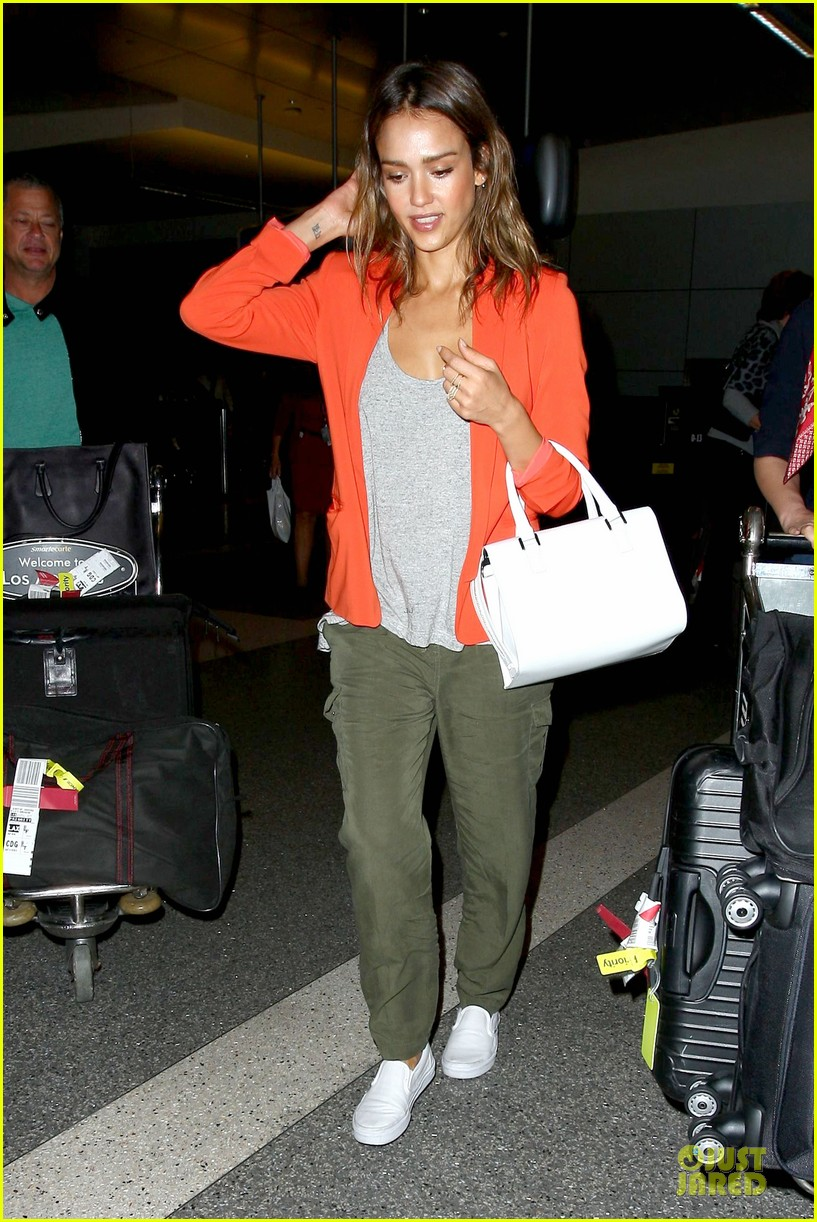 jessica alba red hot arrival at lax airport 093142841