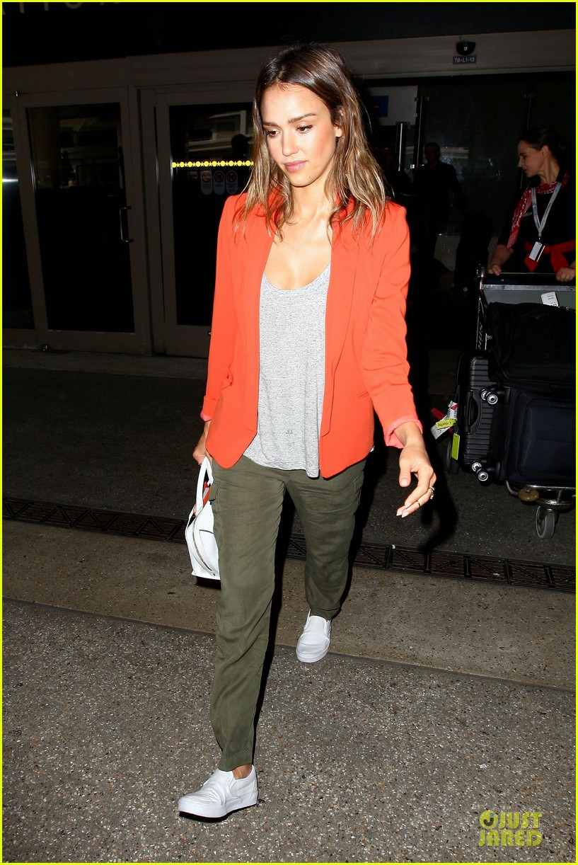jessica alba red hot arrival at lax airport 10