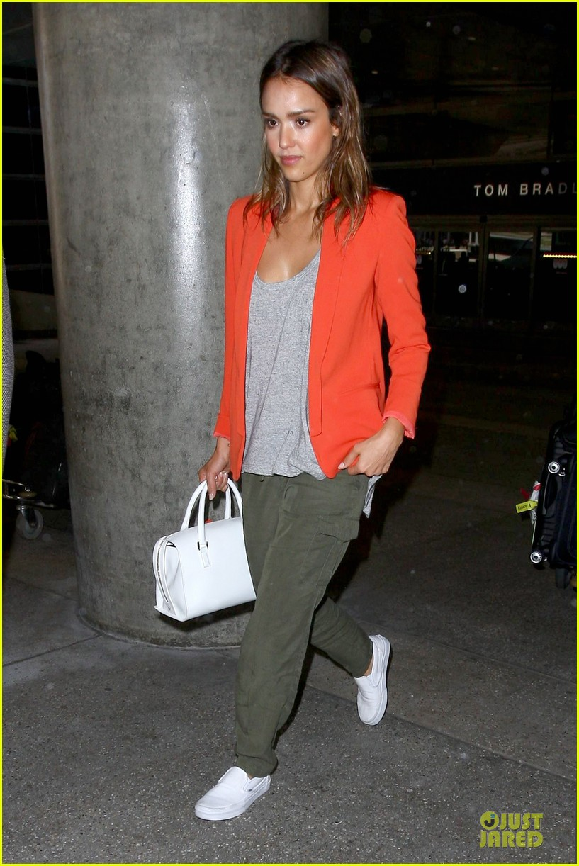 jessica alba red hot arrival at lax airport 113142843