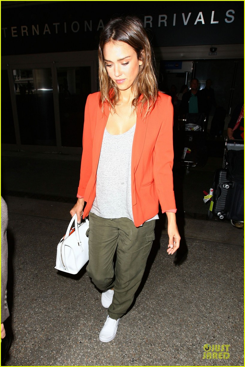 jessica alba red hot arrival at lax airport 14
