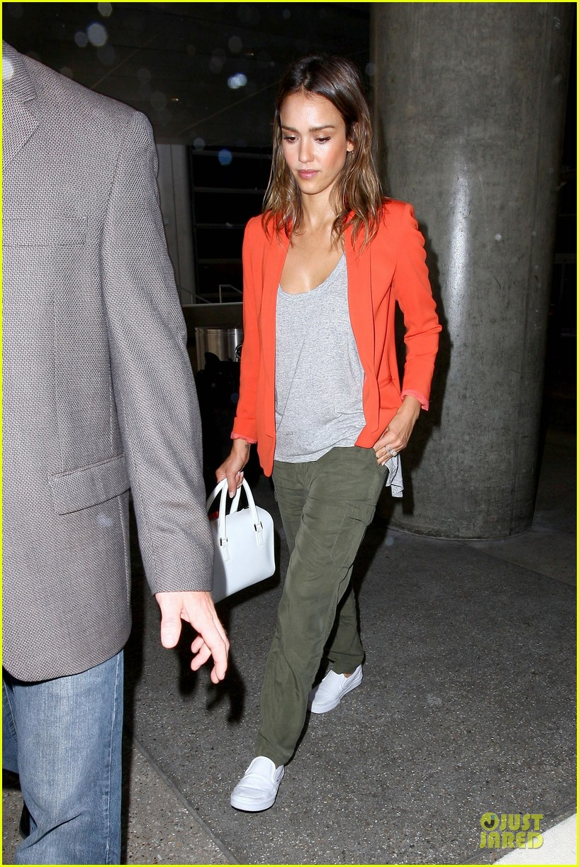 jessica alba red hot arrival at lax airport 153142847