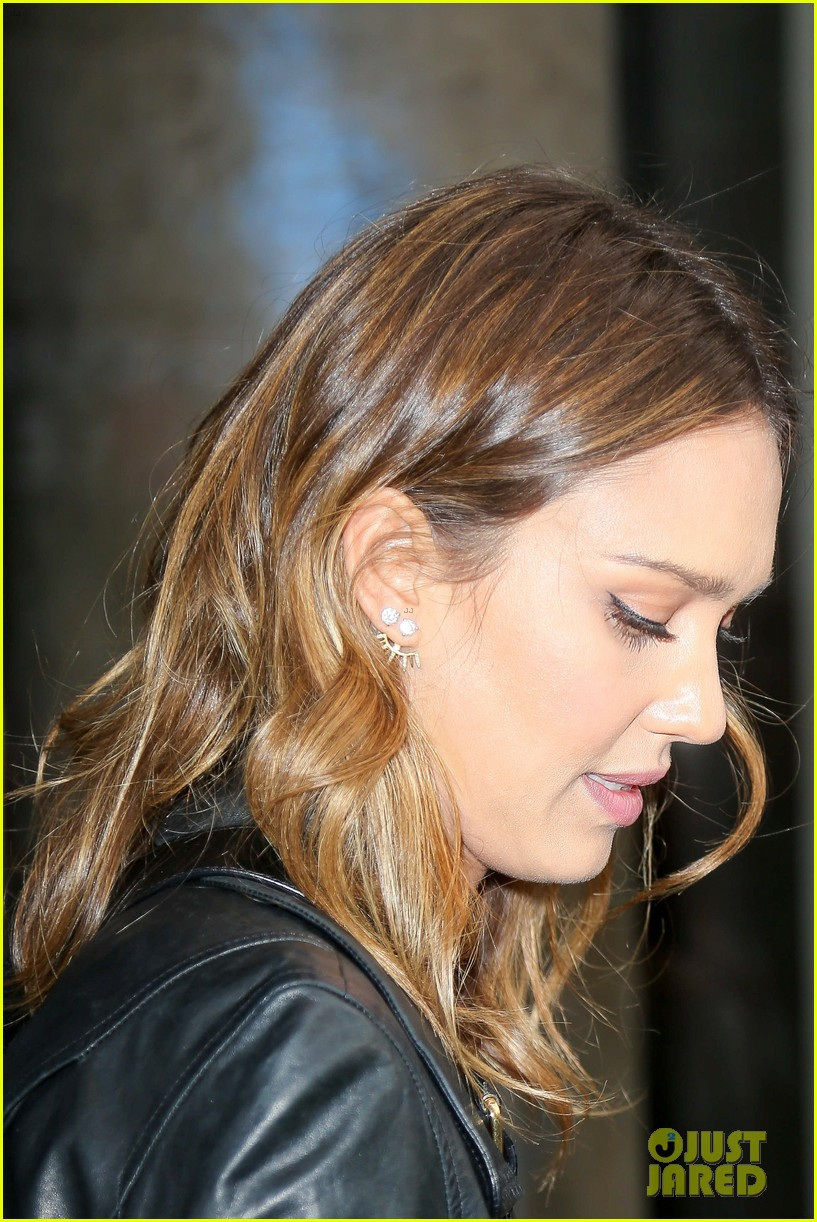 jessica alba raves about zach braff bullets over broadway 17
