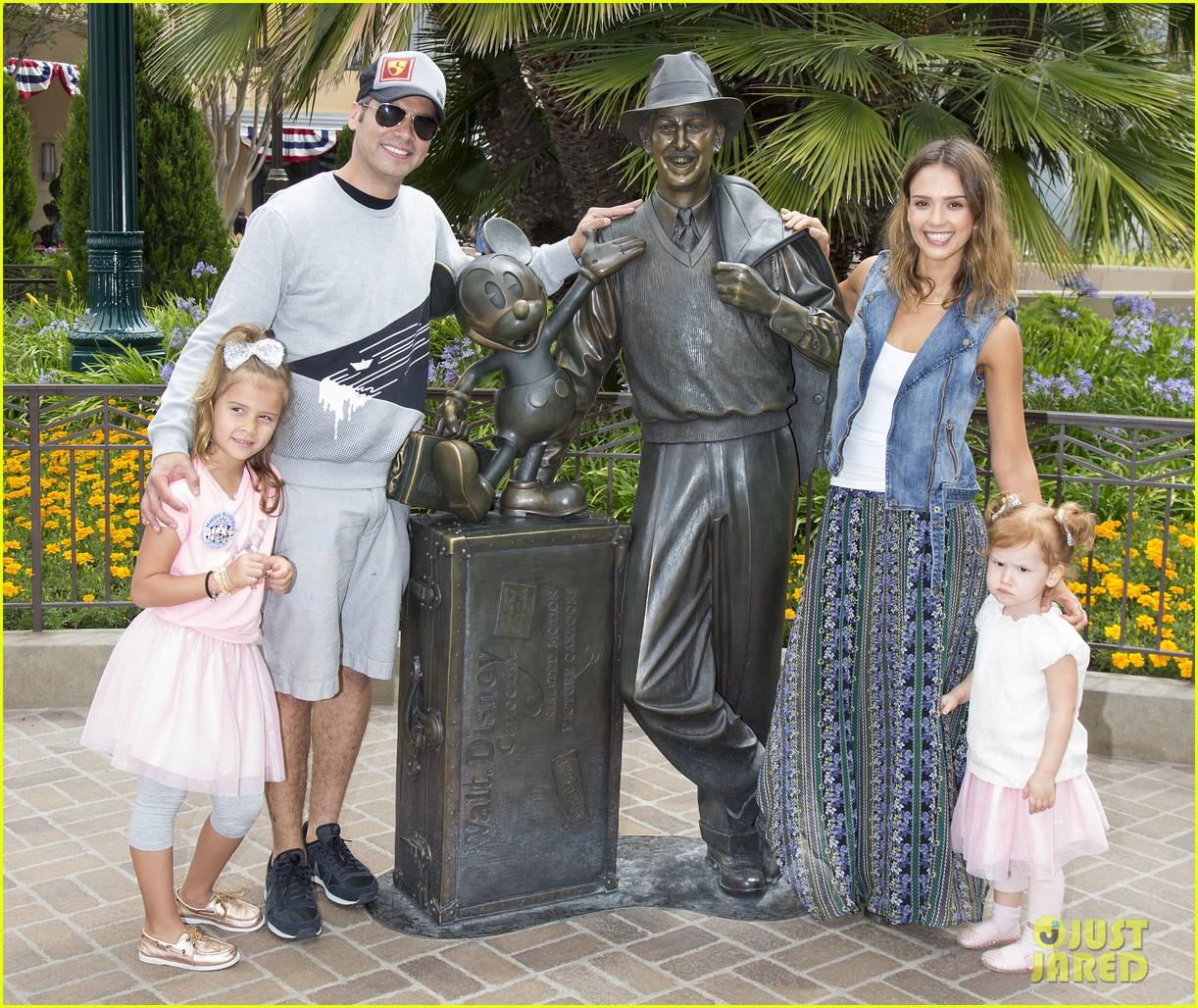 jessica alba celebrates honors sixth birthday disneyland 033131903