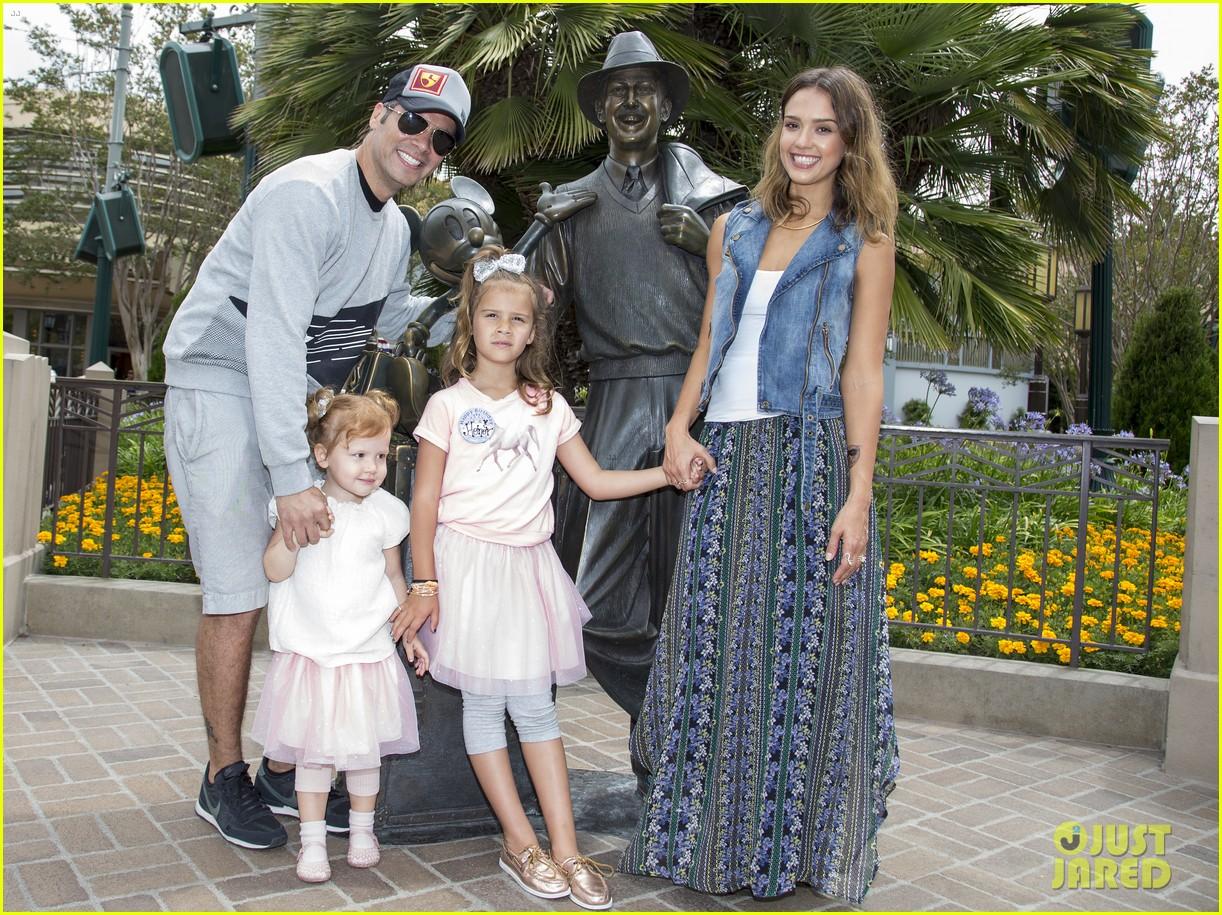 jessica alba celebrates honors sixth birthday disneyland 053131905