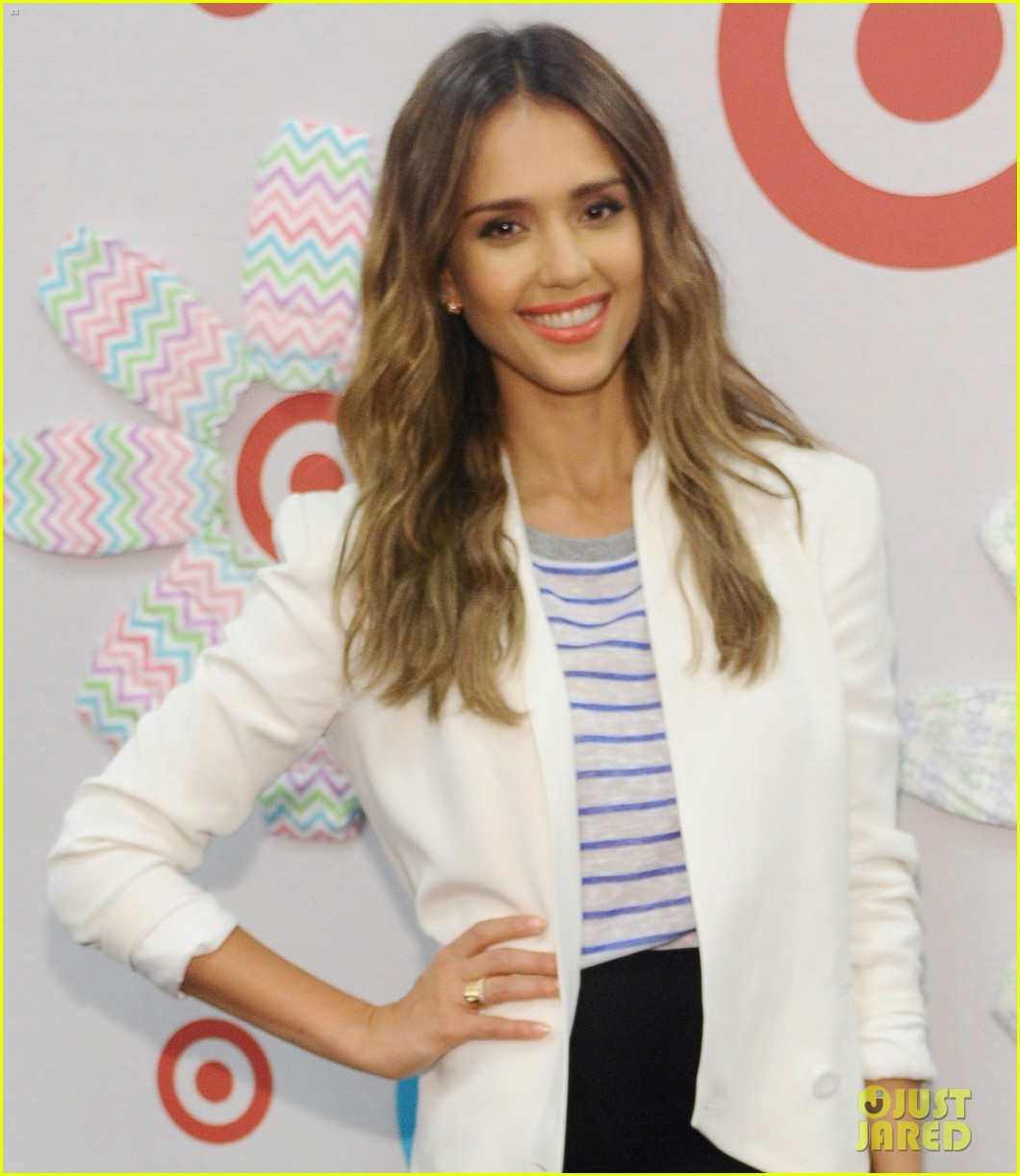 jessica alba celebrates honest company at target launch 023143813