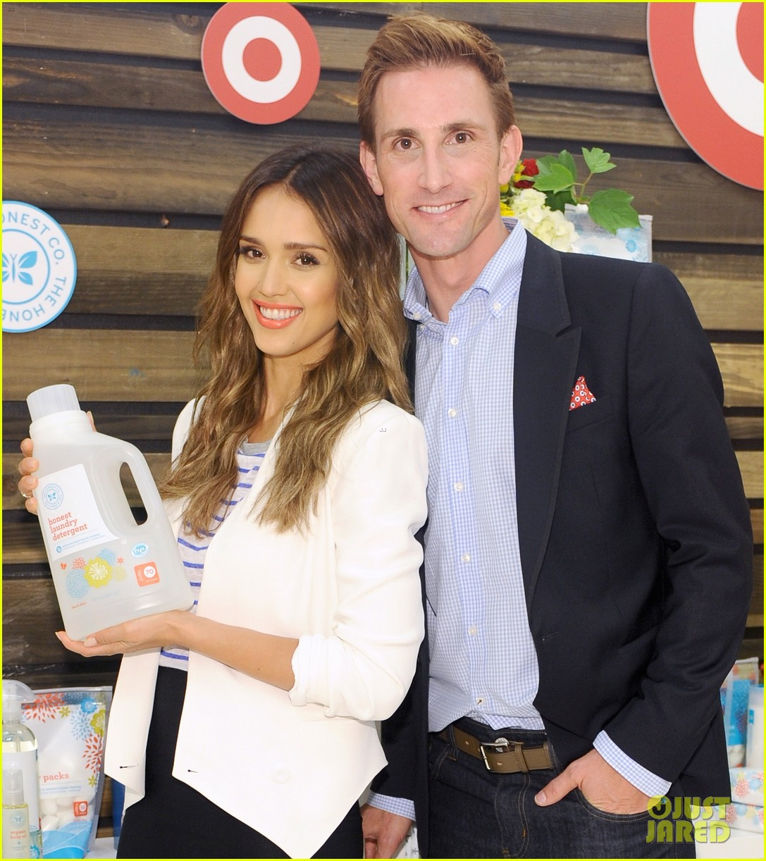 jessica alba celebrates honest company at target launch 043143815