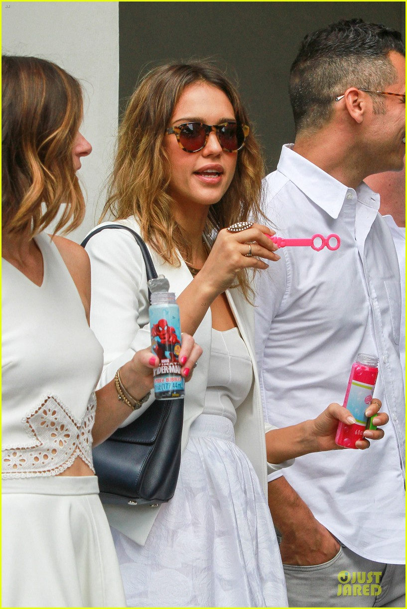jessica alba reveals secrets to happy marriage 043145346