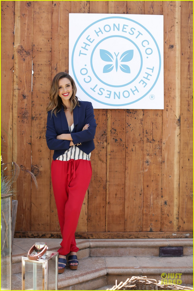 jessica alba baby shower for us navy families 013127513
