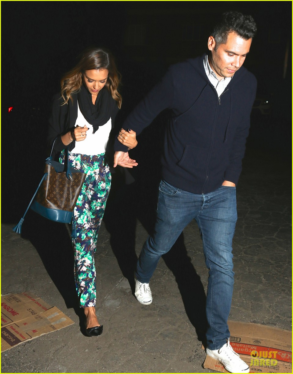jessica alba baby shower for us navy families 093127521