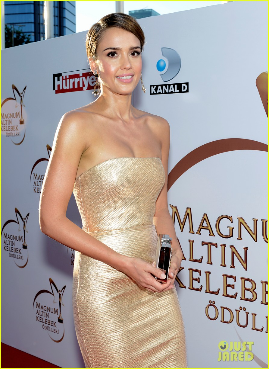 jessica alba plays dress up while spending time in turkey 023141629