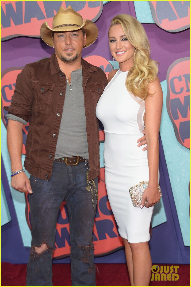 jason aldean brittany kerr cmt music awards 2014 033128370