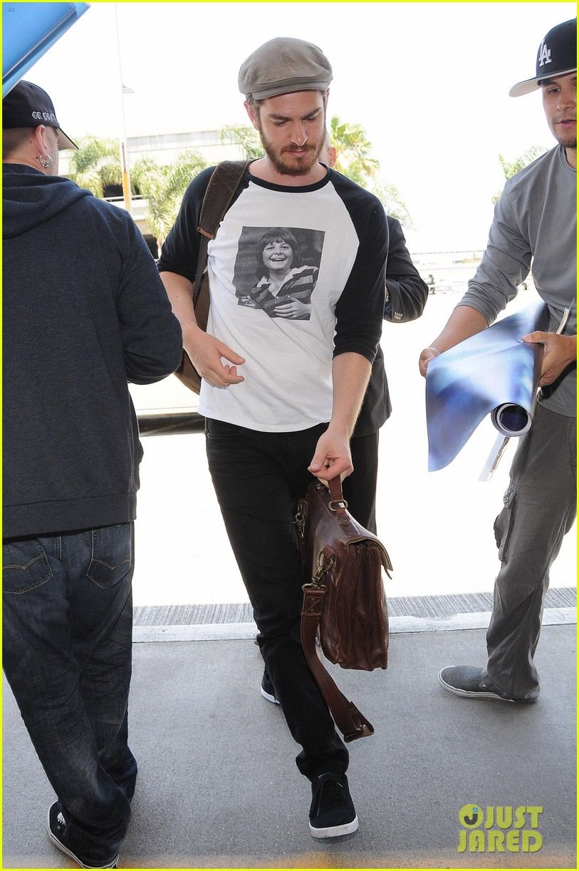 andrew garfield michael j fox shirt airport 013133888