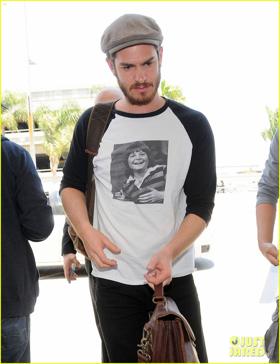 andrew garfield michael j fox shirt airport 033133890