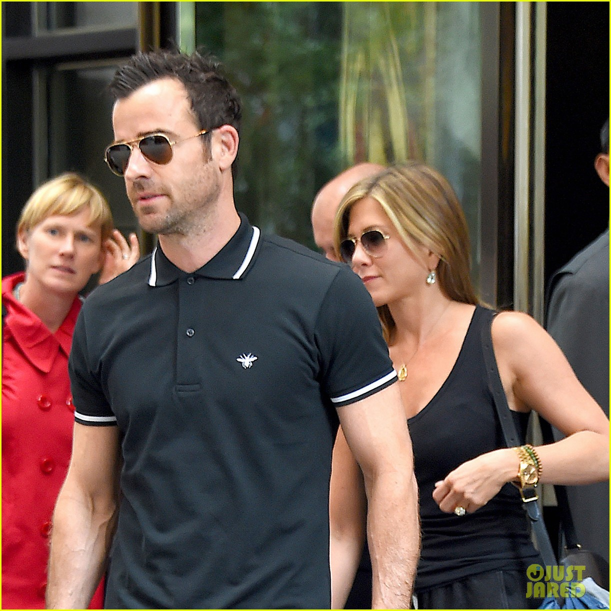 jennifer aniston justin theroux step out together after last nights loving display 023142606